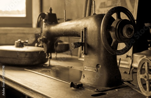 Vintage sewing machine - 78154798