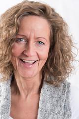 Porträt starke, lachende Frau Nahaufnahme