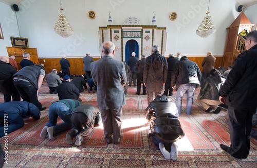 Aluminium Bedehuis Praying in mosque