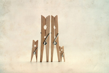 Abstract: The family of linen clothespins.