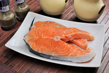Tranci di salmone crudo