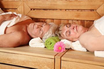 ältere Damen in der Sauna