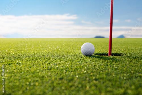Zdjęcia na płótnie, fototapety, obrazy : golf ball and hole
