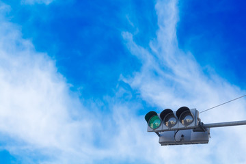 青信号と青空