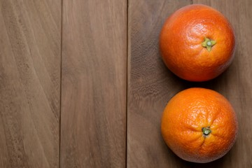 Arance Tarocco su legno scuro-Tarocco oranges on dark wood
