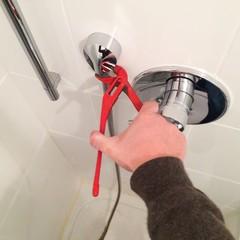 Schlauch von der Dusche wechseln