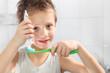 Zahncreme auftragen
