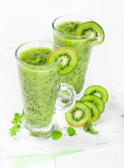Smoothie with kiwi