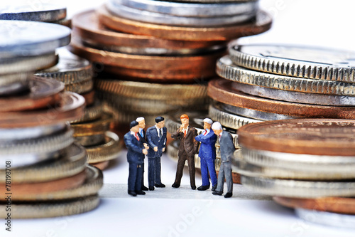 Leinwanddruck Bild お金に囲まれている人々