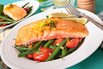 Grilled salmon with green beans and cherry tomatoes