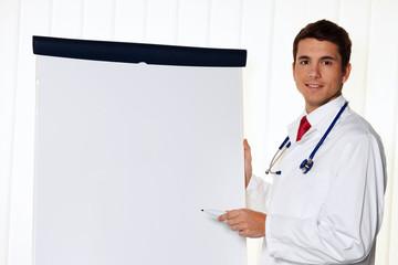 Erfolgreicher Arzt mit Flipchart