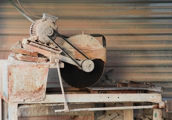 The stone-cutting machine