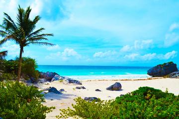 The sea horizon and the emerald sea, beach in Cancun, Mexico