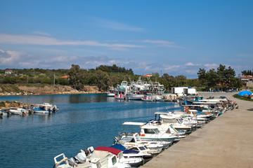 Греция. Халкидики. Рыбацкие лодки в гавани
