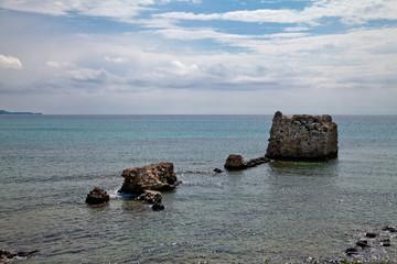 Греция. Халкидики. Разрушенная башня в море