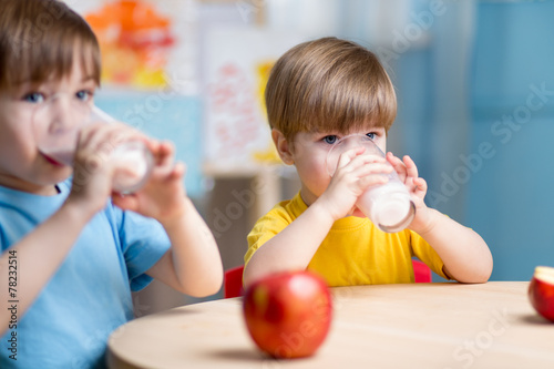 children eating healthy food at home - 78232514