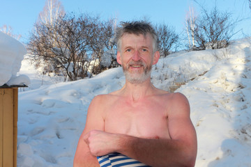 The undressed man in the winter