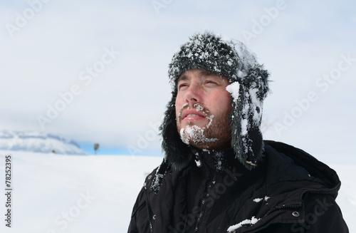 karlı havada dağcı
