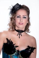 Junge Frau im sexy Burlesque Style toll geschminkt
