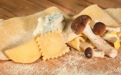 Ravioli di grano duro con funghi e gorgonzola dolce