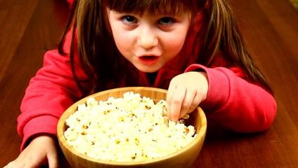 girl eating pop corn