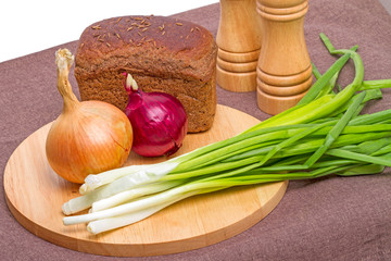 Rye bread and onion