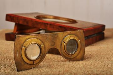 stereoscopio e lenti tridimensionali antiche