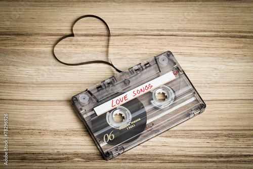 Papiers peints Retro Audio cassette tape on wooden backgound. Film shaping heart