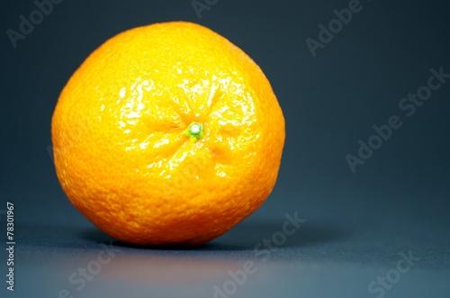 canvas print picture Orange auf dunklem Hintergrund