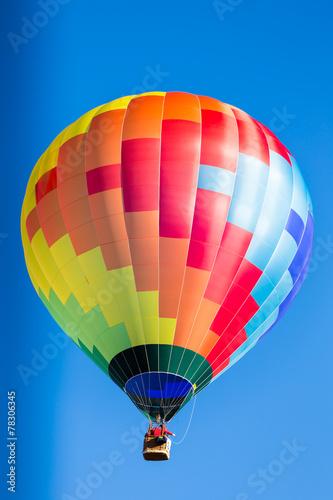 In de dag Ballon single colorful hot air balloon in flight
