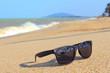 Leinwanddruck Bild - Sunglasses on the beach