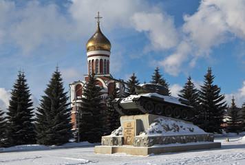 Танк Т-34 и Храм Дмитрия Донского. Нижний Тагил