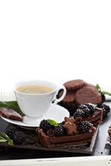 Chocolate blackberry tart with coffee
