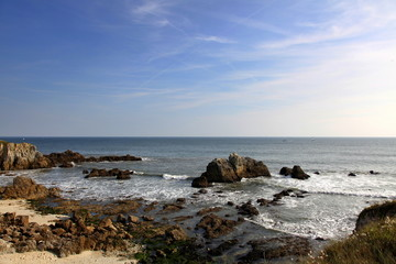 La mer à l'assaut des plages.