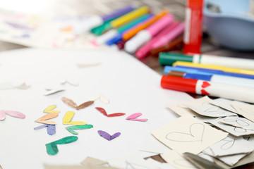 Colori e cuori di cartone
