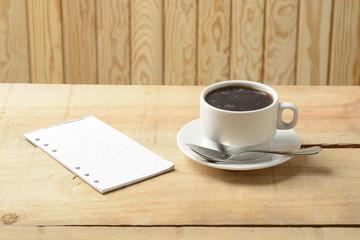 Taza de café, con fondo de madera