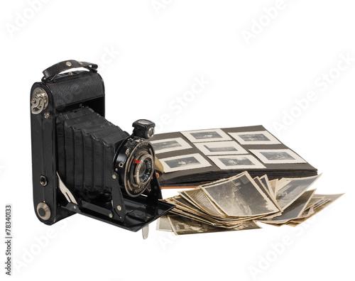 Leinwanddruck Bild alter antiker fotoapparat mit fotografien