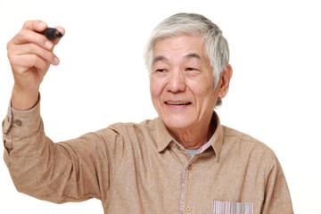 空間に描く高齢者