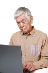 パソコンが使えない高齢者