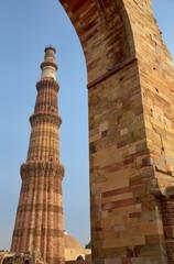 Qutub Minar tower seen through arch, Qutub Minar complex in Delh