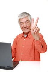 パソコンを覚えた高齢者