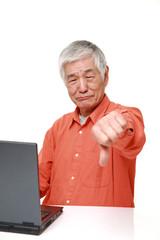 パソコンが苦手な高齢者