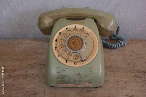 Poster Retro Old phone on wood background