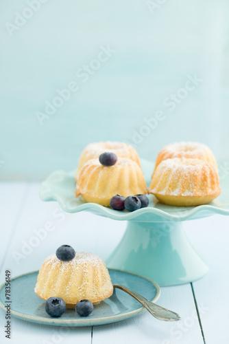 Mini bundt cakes - 78356149