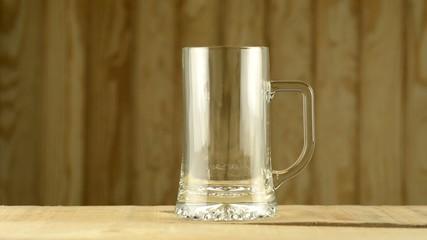 Llenando una jarra de cerveza