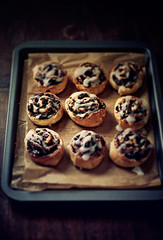 Poppy seed rolls with raisins and icing