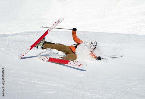 Leinwandbild Motiv Skifahrer stürzt