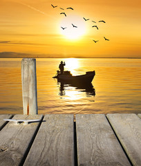 vacaciones en el mar dorado por el sol