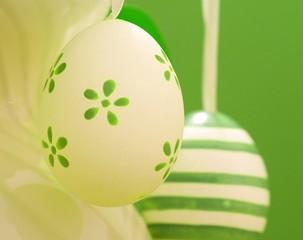 Ostereier in Grün und Weiß