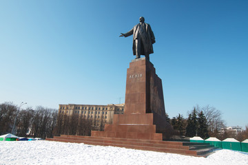 The biggest monument to Lenin in Kharkov in winter